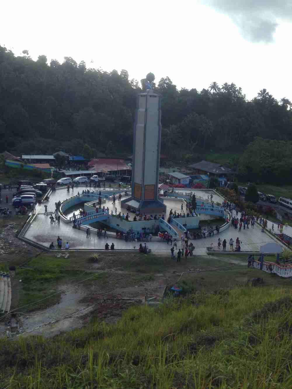 Monumen keberagaman agama di Bukit Kasih Manado