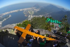 Catholics carry the World Youth Day (WYD) Cross that in 1984 Pope John Paul II entrusted the youth of the world, to the Christ The Redeemer Statute on the top of the Corcovado mount in Rio de Janeiro on July 12, 2013 ahead of the upcoming visit of Pope Francis. The Pope is due in Rio for the July 22-28 Catholic WYD, an event expected to attract two million people from around the globe. AFP PHOTO / CHRISTOPHE SIMON