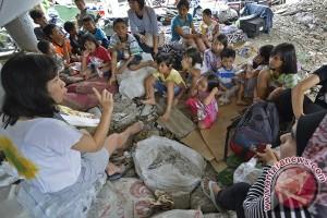20140115Relawan-Pengungsi-Banjir-140114-wsj-3