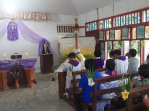 Berdoa di Depan Salib IYD