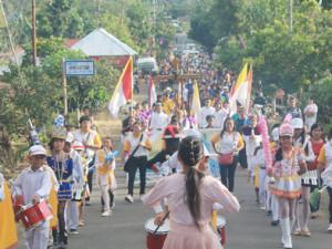Marching Band sambut Salib