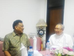 Uskup dan Gubernur saling minta dukungan