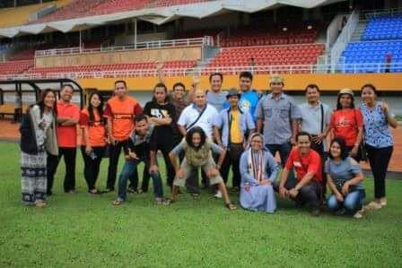 foto bersama di stadion
